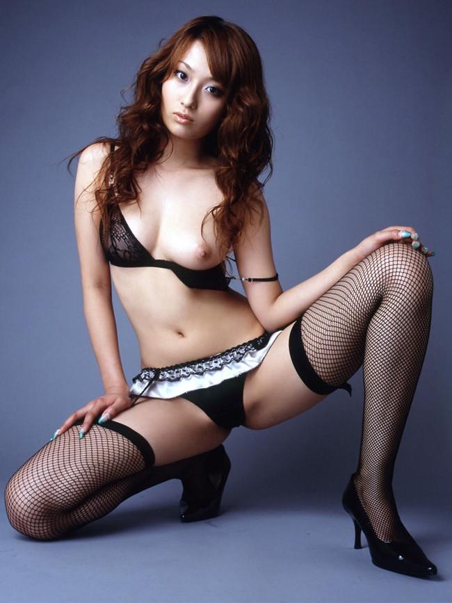 【おっぱい】黒下着が扇情的なお姉さんのエロ画像!【30枚】 29