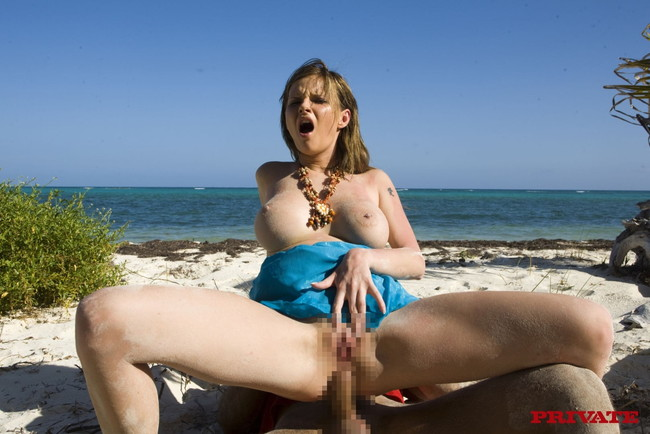 【おっぱい】ビーチで露出やセックスしちゃってるお姉さんたちww【30枚】 03