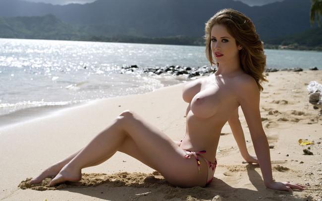 【おっぱい】ビーチで露出やセックスしちゃってるお姉さんたちww【30枚】 15