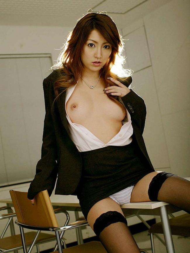 【おっぱい】スケベな女教師がねっとり誘惑してくるエロ画像!【30枚】 29