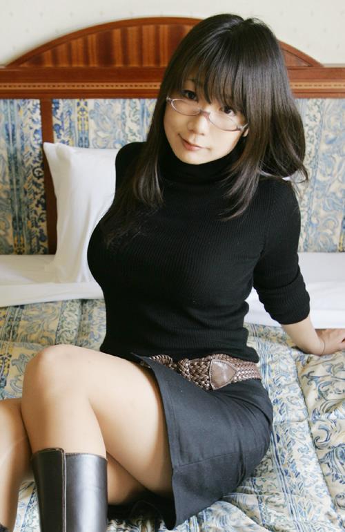 【おっぱい】バインバインの着衣巨乳がエロすぎるお姉さんのエロ画像!【30枚】 05