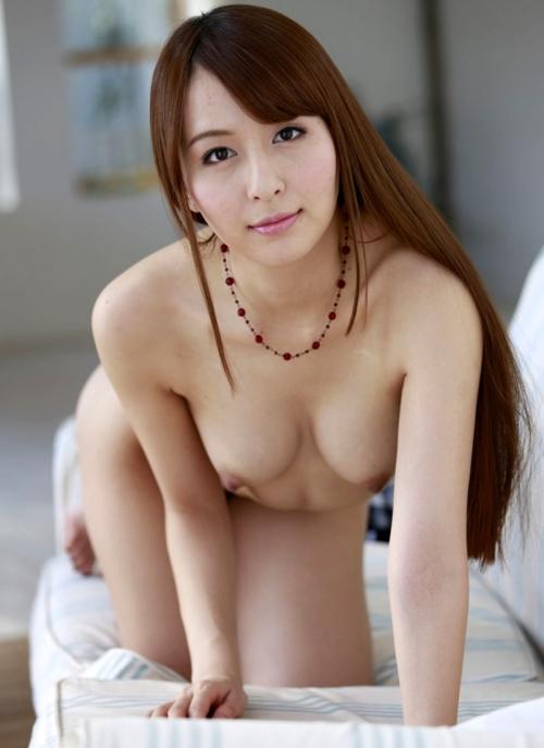 【おっぱい】前かがみになって男性を誘惑しているお姉さんのエロ画像!【30枚】 01