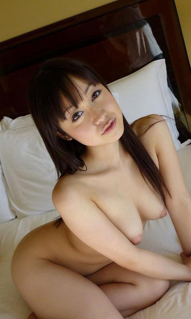 【おっぱい】前かがみになって男性を誘惑しているお姉さんのエロ画像!【30枚】 18