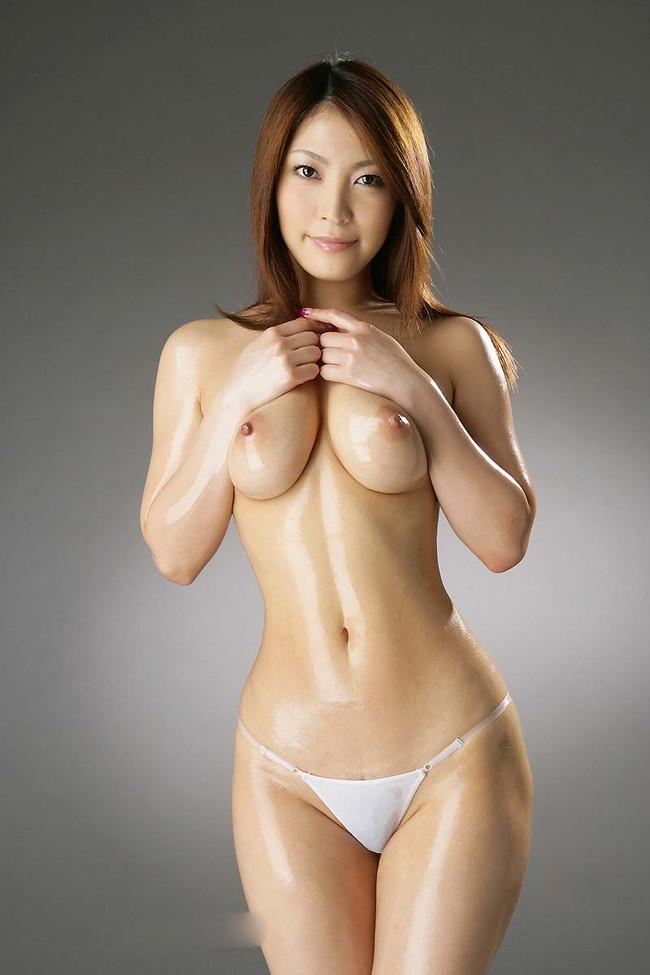 【おっぱい】オイルで全身テカテカになっているお姉さんのエロ画像!【30枚】 07