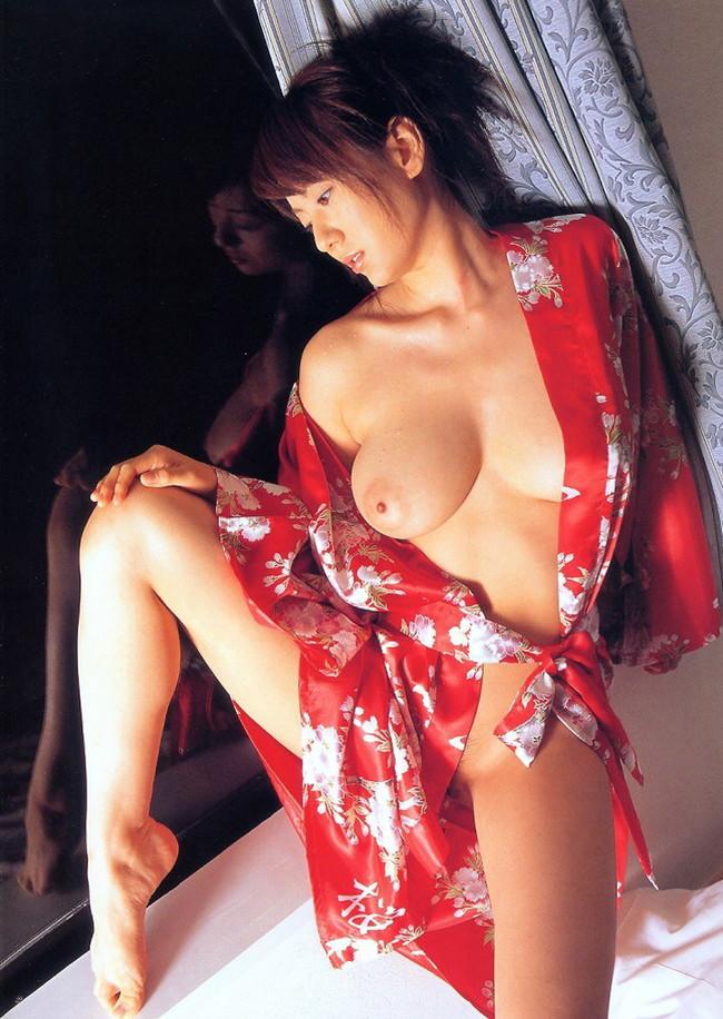 【おっぱい】服がはだけておっぱいがまろびでちゃってるエロ画像!【30枚】 16