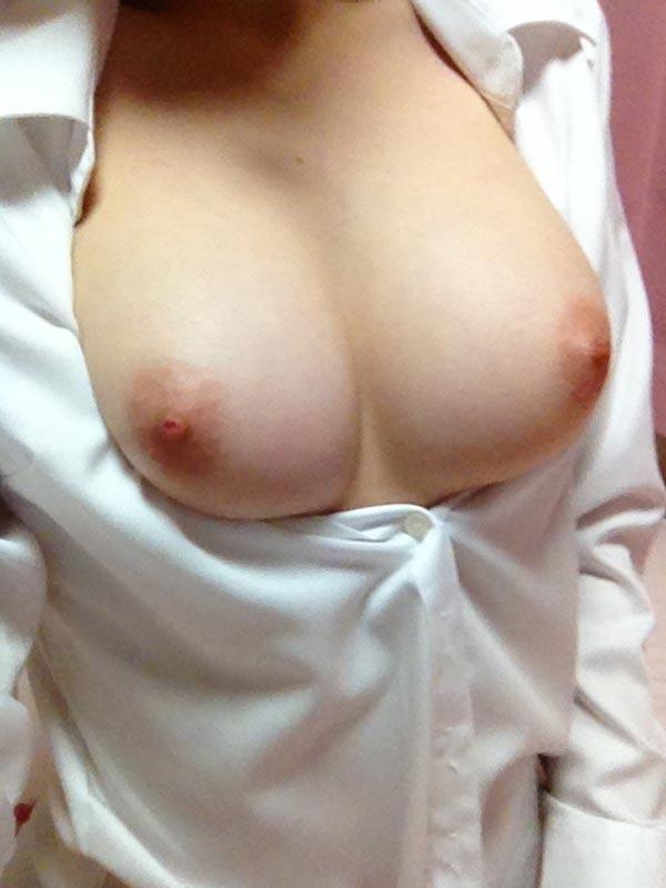 【おっぱい】服がはだけておっぱいがまろびでちゃってるエロ画像!【30枚】 28