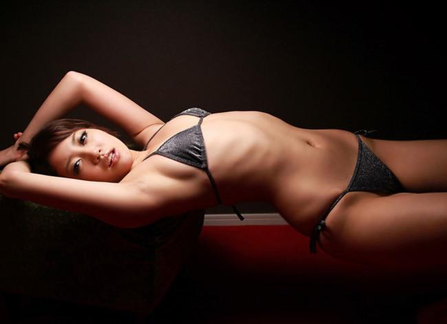 【おっぱい】肋骨が浮くほどスレンダーなお姉さんのエロ画像!【30枚】 09