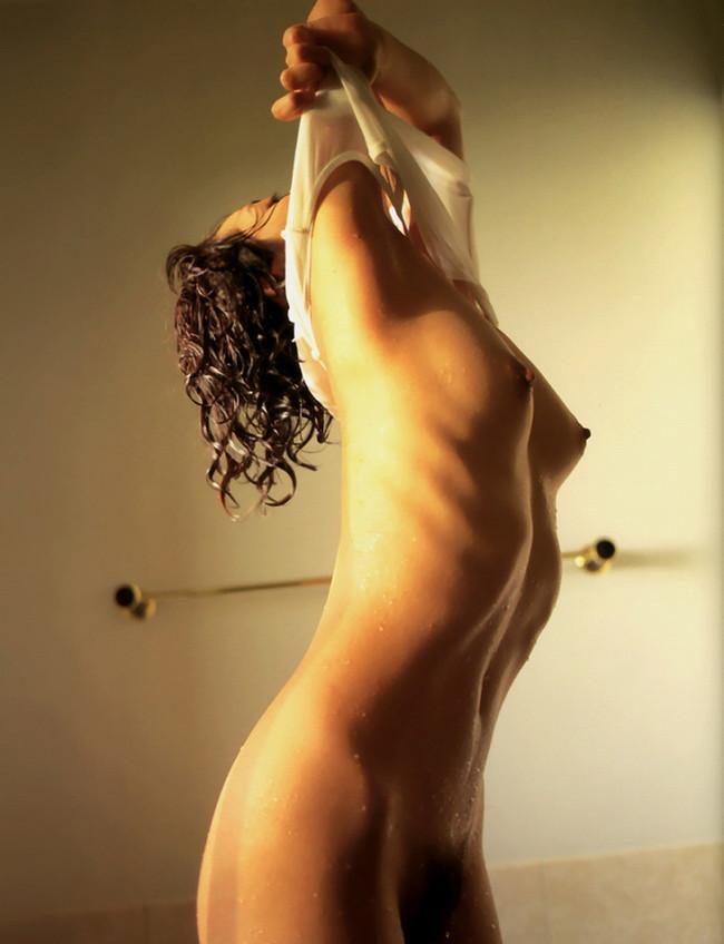 【おっぱい】肋骨が浮くほどスレンダーなお姉さんのエロ画像!【30枚】 21