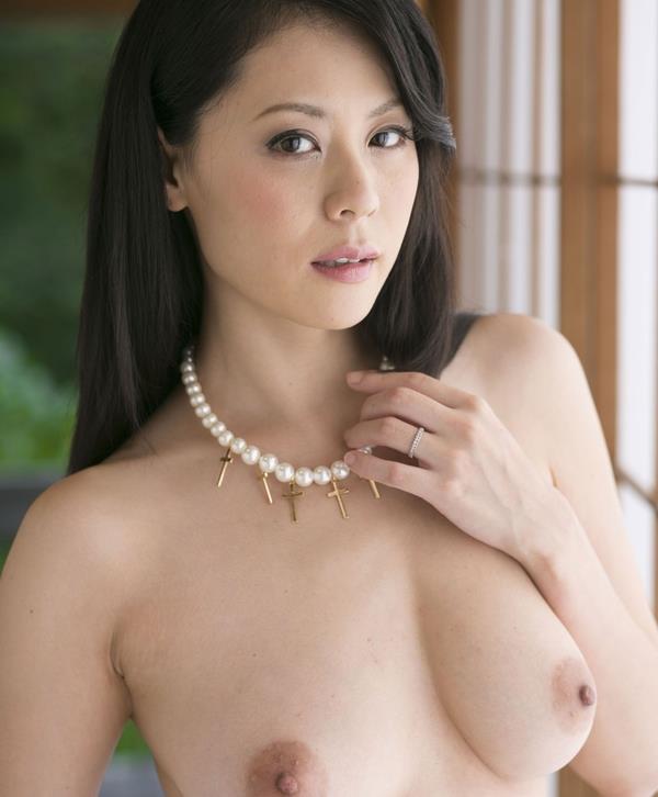【おっぱい】巨乳美女が一糸まとわぬ姿になってるエロ画像!【30枚】 24