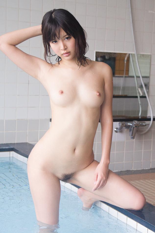 【おっぱい】拝んでしまいたくなるほど形が美しい巨乳のエロ画像!【30枚】 09