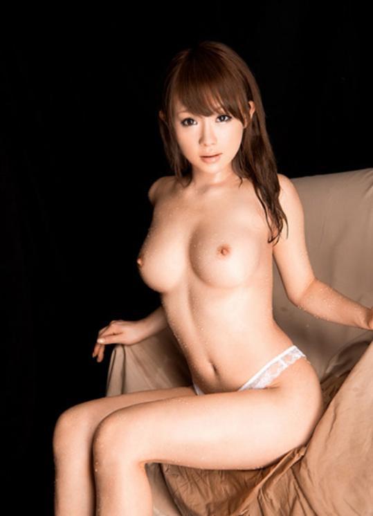 【おっぱい】拝んでしまいたくなるほど形が美しい巨乳のエロ画像!【30枚】 10