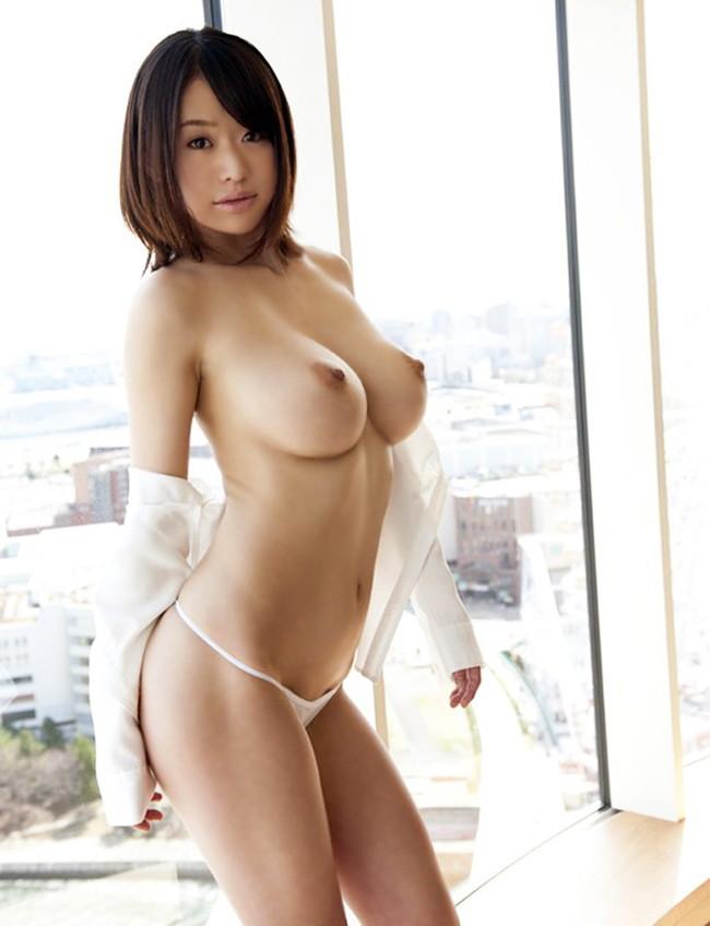 【おっぱい】拝んでしまいたくなるほど形が美しい巨乳のエロ画像!【30枚】 15