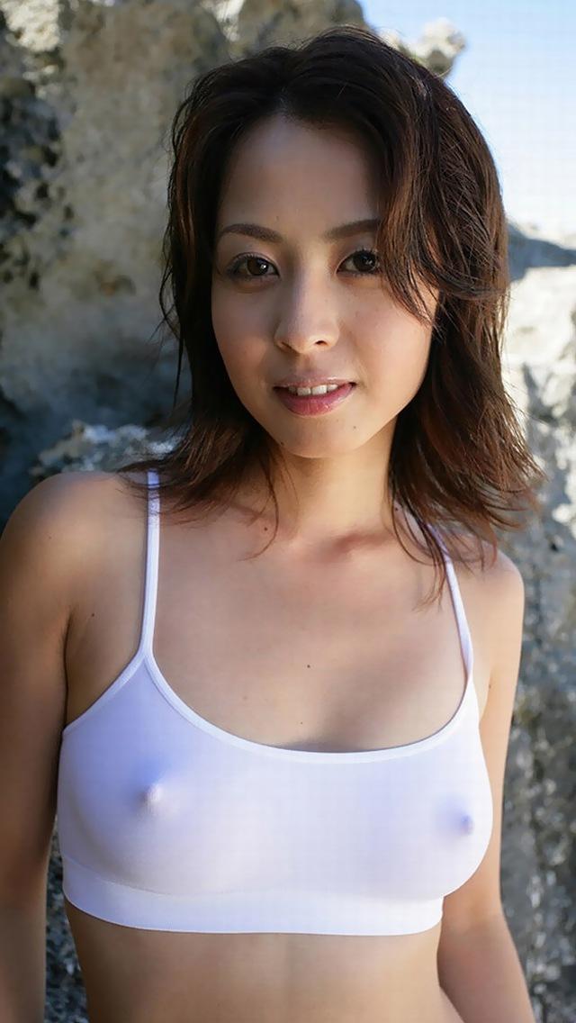 【おっぱい】乳首をビンビンにしちゃってるお姉さんのエロ画像!【30枚】 14