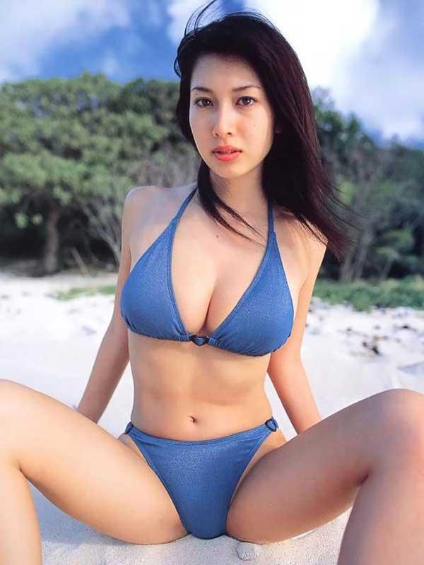 【おっぱい】むっちむちの爆乳のお姉さんの水着姿がヤバ過ぎるエロ画像!【30枚】 08