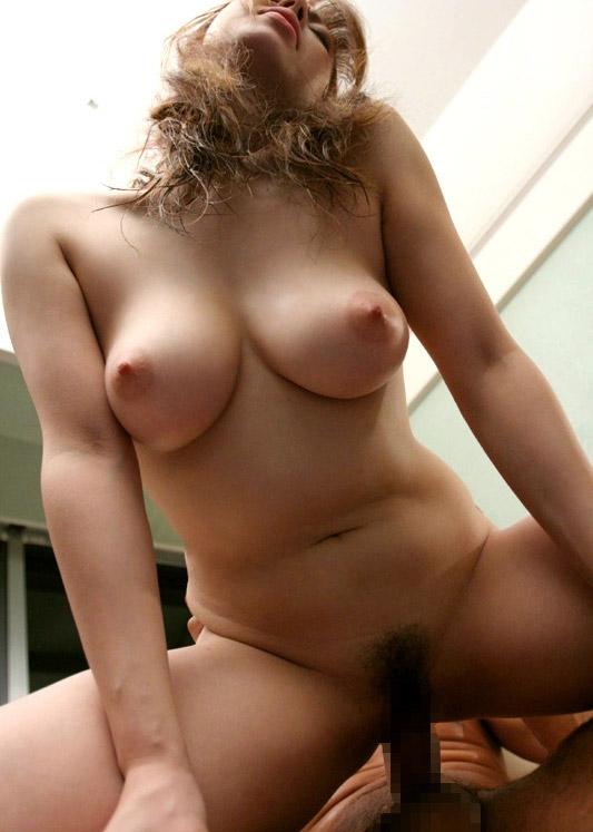 【おっぱい】騎乗位セックスを楽しんじゃってるお姉さんのエロ画像!【30枚】