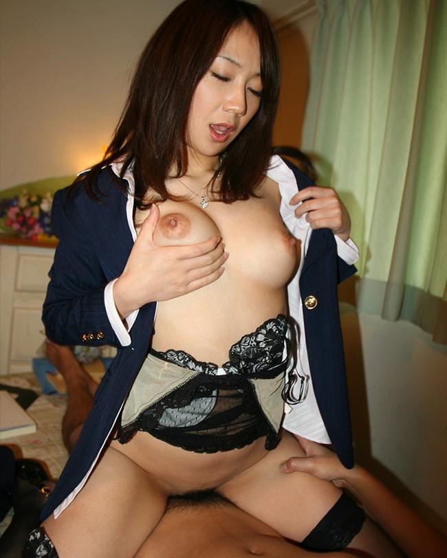 【おっぱい】騎乗位セックスを楽しんじゃってるお姉さんのエロ画像!【30枚】 30