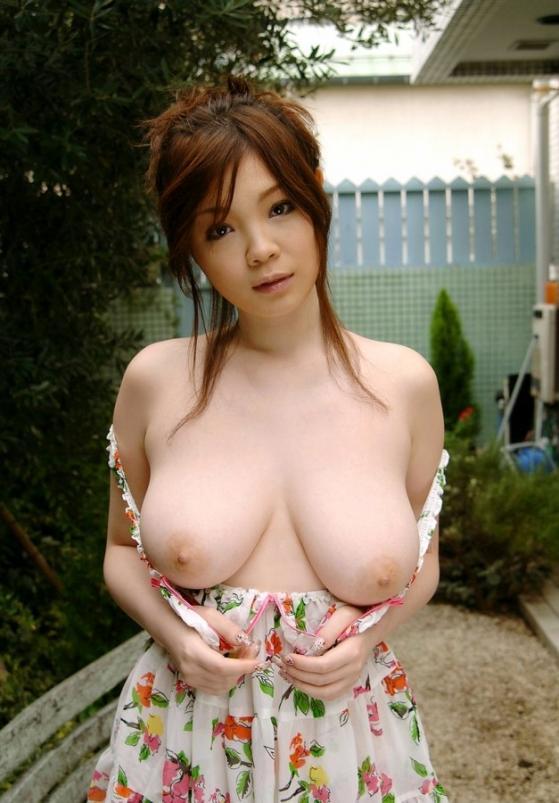 【おっぱい】色白で巨乳なむっちりおっぱいがたまらないエロ画像!【30枚】 12