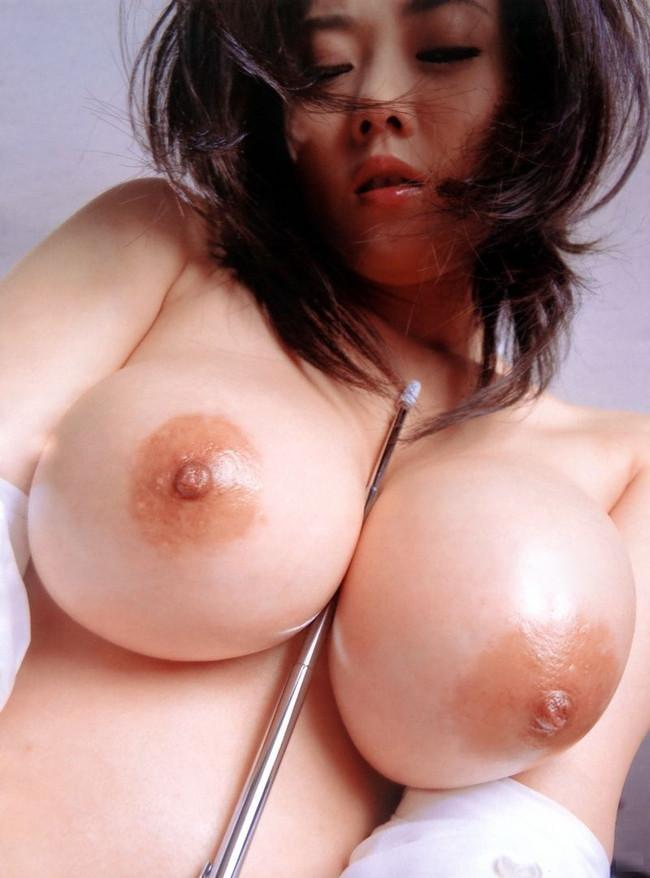 【おっぱい】色白で巨乳なむっちりおっぱいがたまらないエロ画像!【30枚】 23