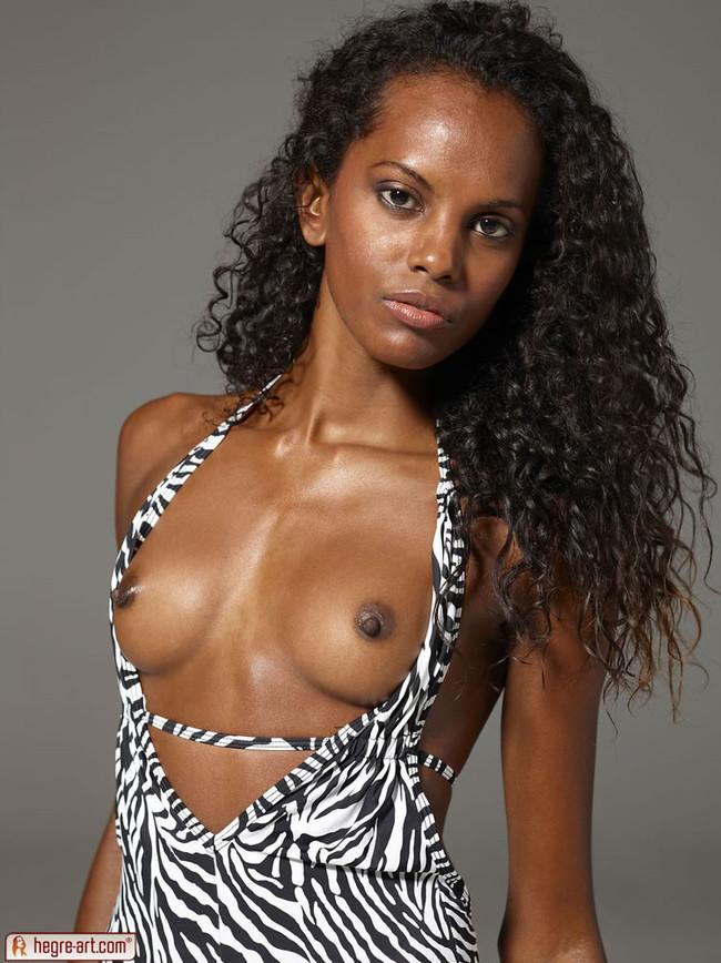 【おっぱい】黒人女性のチョコレートボディにそそられてしまうエロ画像!【30枚】 15