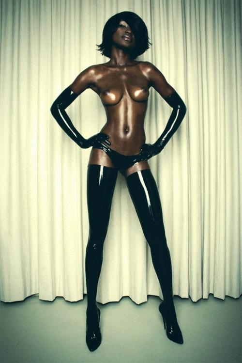 【おっぱい】黒人女性のチョコレートボディにそそられてしまうエロ画像!【30枚】 30