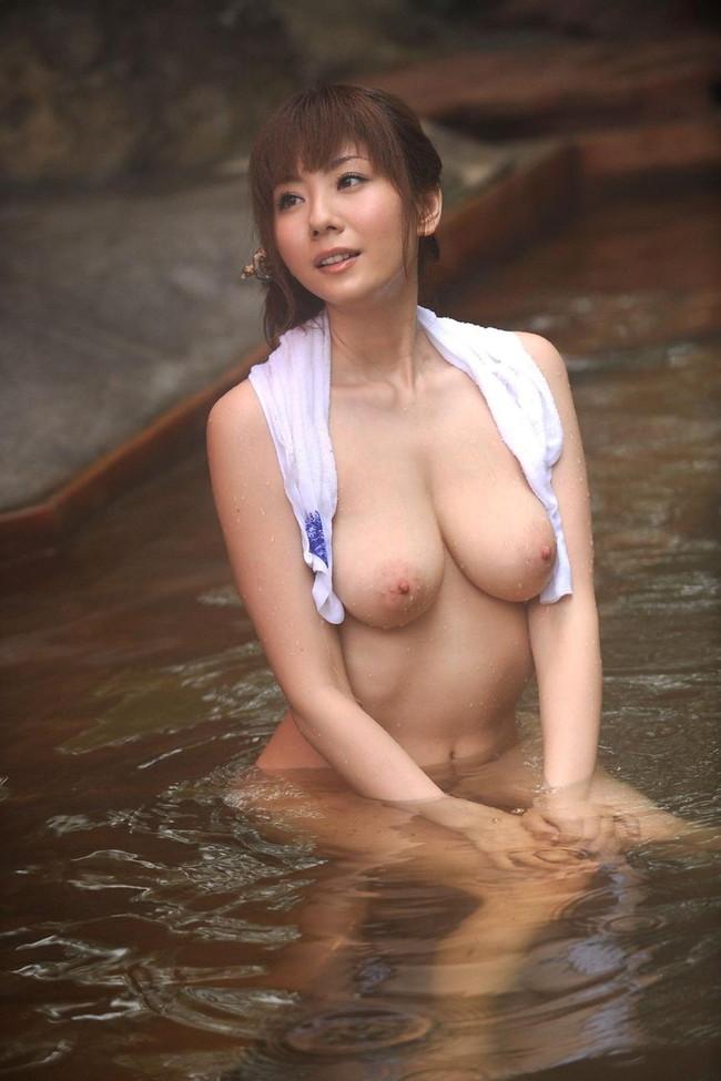【おっぱい】温泉に使った巨乳美女がセクシーすぎてたまらないエロ画像!【30枚】 24