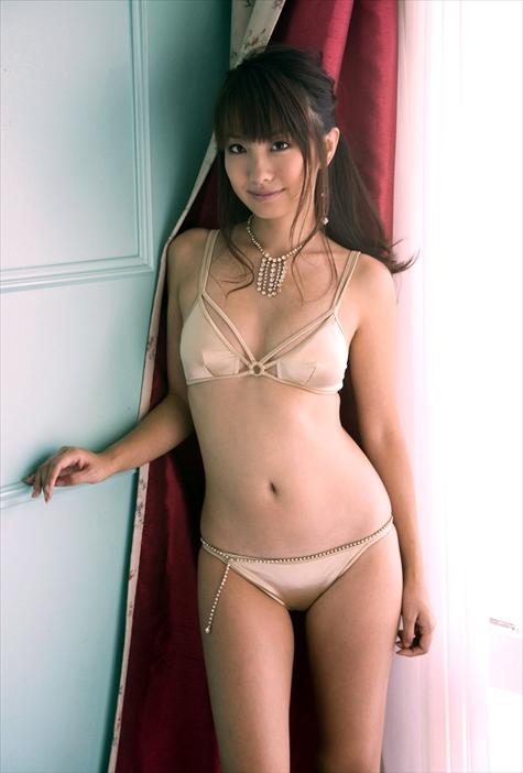 【おっぱい】下着姿で谷間を強調する巨乳なお姉さんのエロ画像!【30枚】 13
