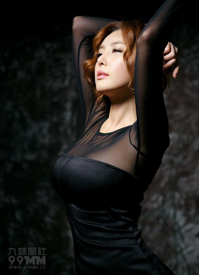 【おっぱい】乳輪や乳首が完全に透けちゃってるお姉さんのエロ画像!【30枚】 05