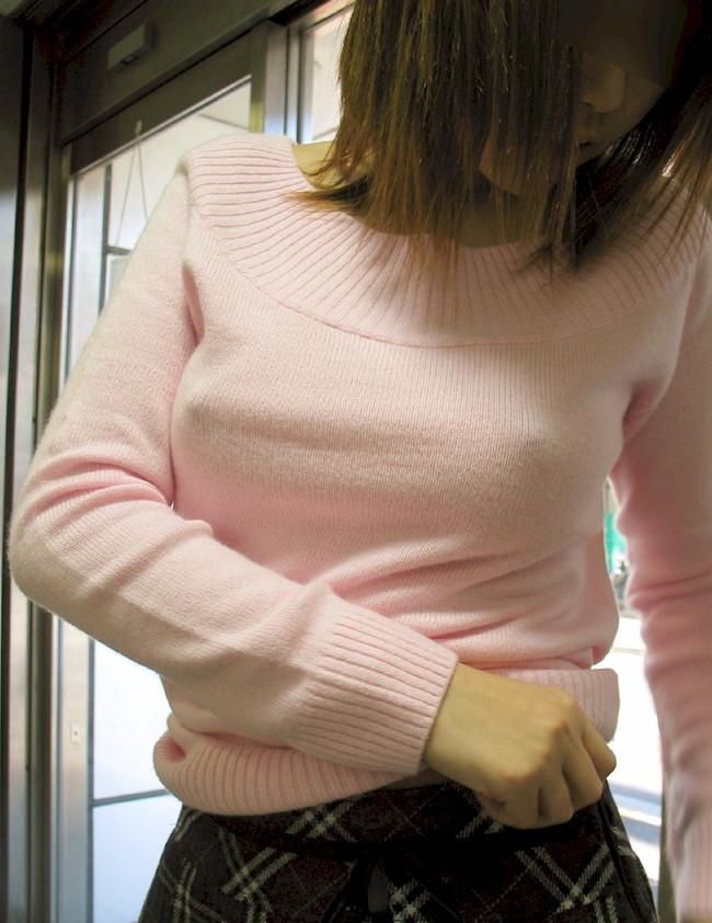 【おっぱい】服の上からでもばっちり乳首の存在が分かっちゃうエロ画像!【30枚】 06
