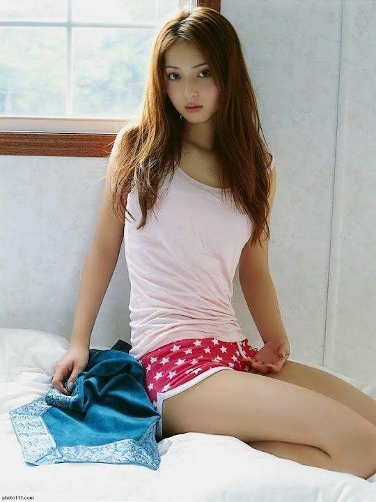 【おっぱい】巨乳が強調されているタンクトップを着用したお姉さんのエロ画像!【30枚】 05