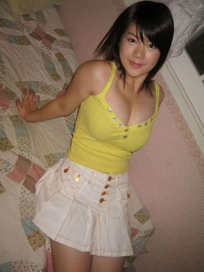 【おっぱい】巨乳が強調されているタンクトップを着用したお姉さんのエロ画像!【30枚】 16
