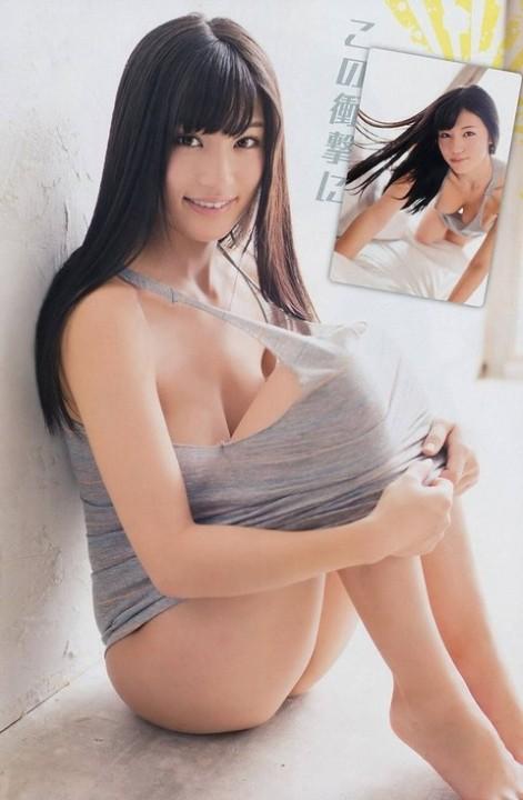 【おっぱい】巨乳が強調されているタンクトップを着用したお姉さんのエロ画像!【30枚】 18