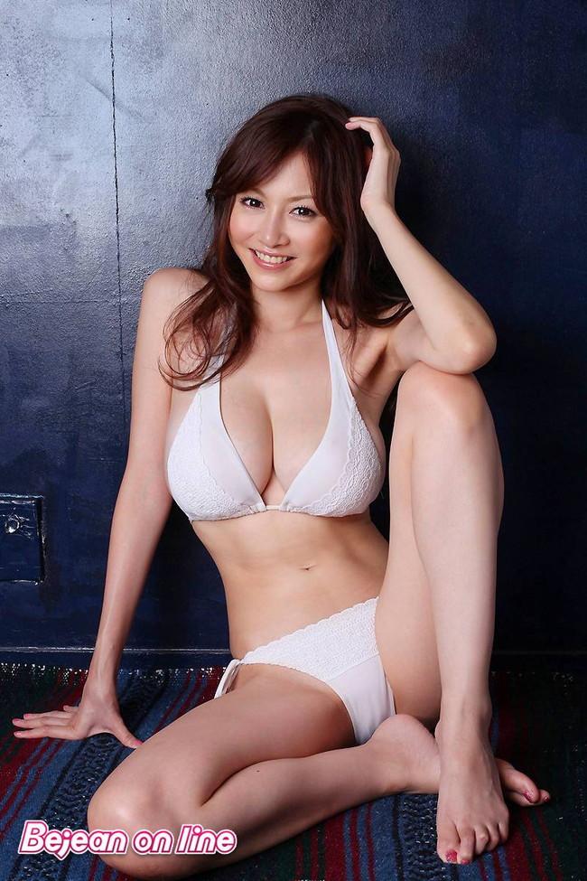 【おっぱい】今すぐ使える巨乳が素晴らしいお姉さんのエロ画像!【30枚】 01
