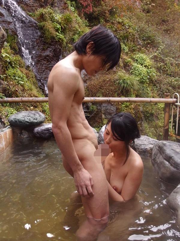 【おっぱい】混浴温泉でセックスに励んでるカップルのエロ画像!【30枚】 23