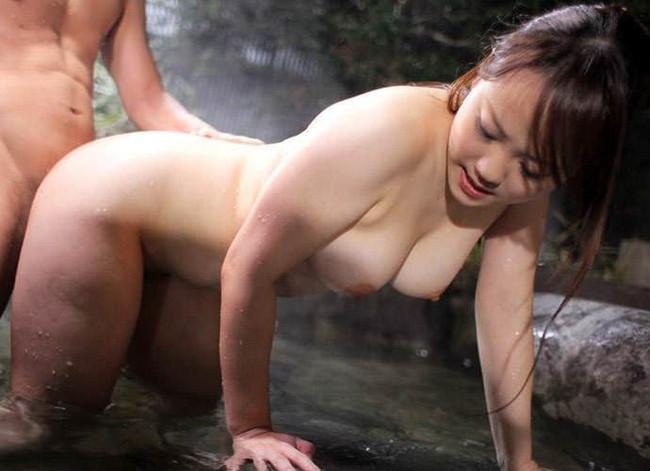 【おっぱい】混浴温泉でセックスに励んでるカップルのエロ画像!【30枚】 27
