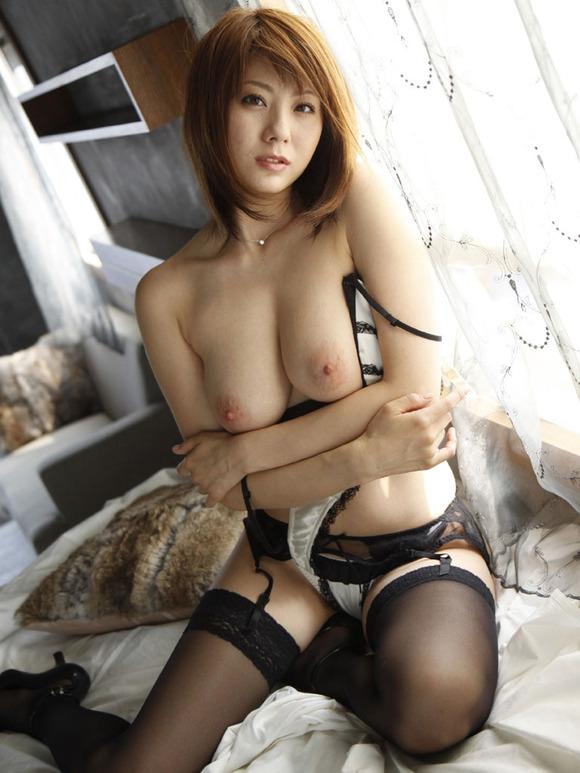 【おっぱい】ガーターベルトを着用したエロさ満点なお姉さんのエロ画像!【30枚】 04