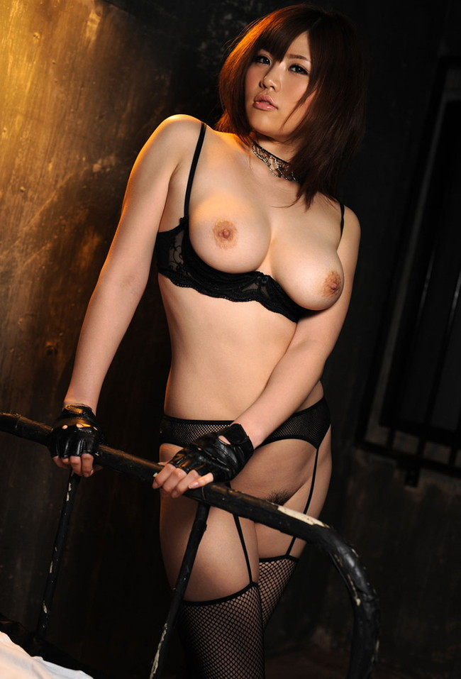 【おっぱい】ガーターベルトを着用したエロさ満点なお姉さんのエロ画像!【30枚】 07
