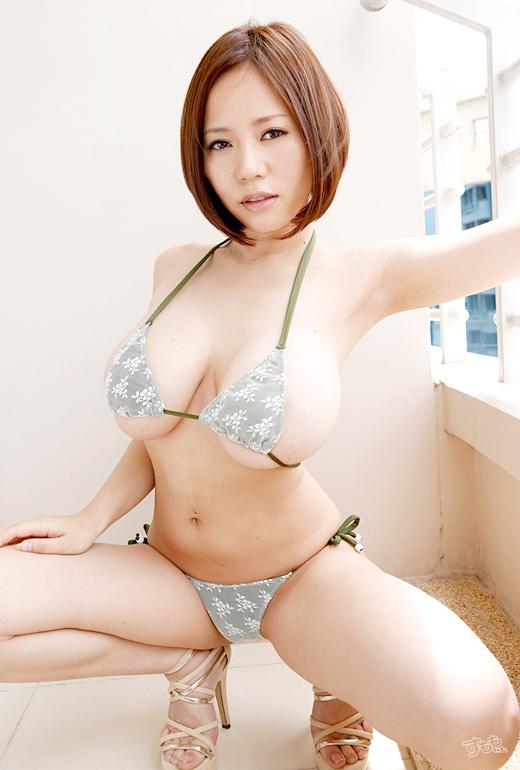 【おっぱい】Mカップの爆乳にそそられるAV女優西条るりのエロ画像!【30枚】