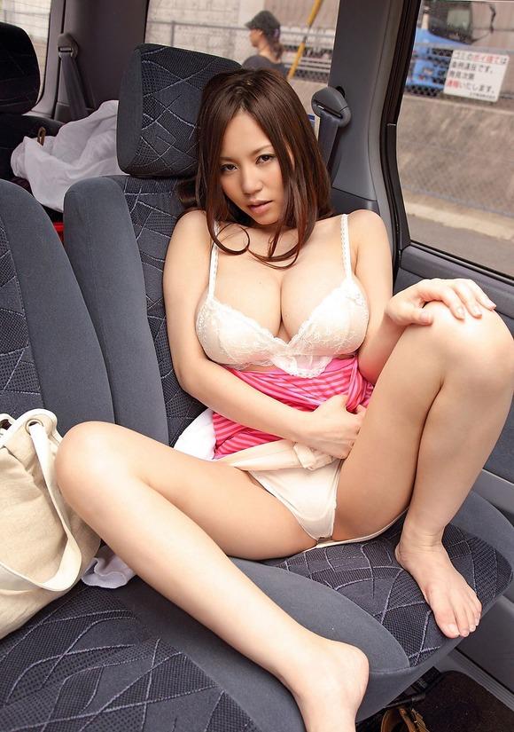 【おっぱい】Mカップの爆乳にそそられるAV女優西条るりのエロ画像!【30枚】 03