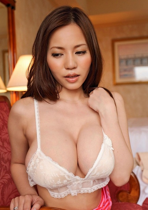 【おっぱい】Mカップの爆乳にそそられるAV女優西条るりのエロ画像!【30枚】 18