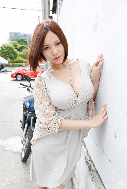【おっぱい】Mカップの爆乳にそそられるAV女優西条るりのエロ画像!【30枚】 26
