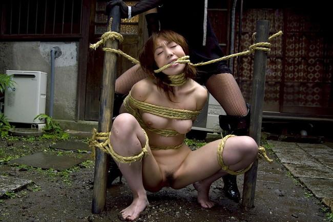 【おっぱい】美しいおっぱいのお姉さんが拘束されちゃってるエロ画像!【30枚】 13
