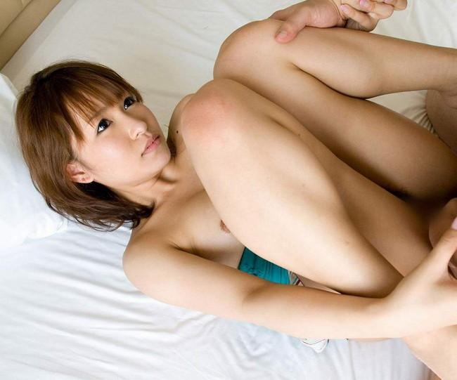 【おっぱい】ショートカットのお姉さんがおっぱい丸出しで誘惑しているエロ画像!【30枚】 14