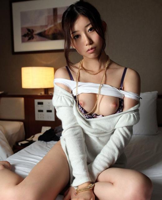 【おっぱい】セクシーなフェロモンがムンムンな人妻さんのエロ画像!【30枚】 03