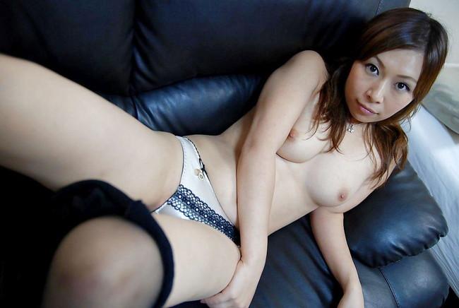 【おっぱい】セクシーなフェロモンがムンムンな人妻さんのエロ画像!【30枚】 24