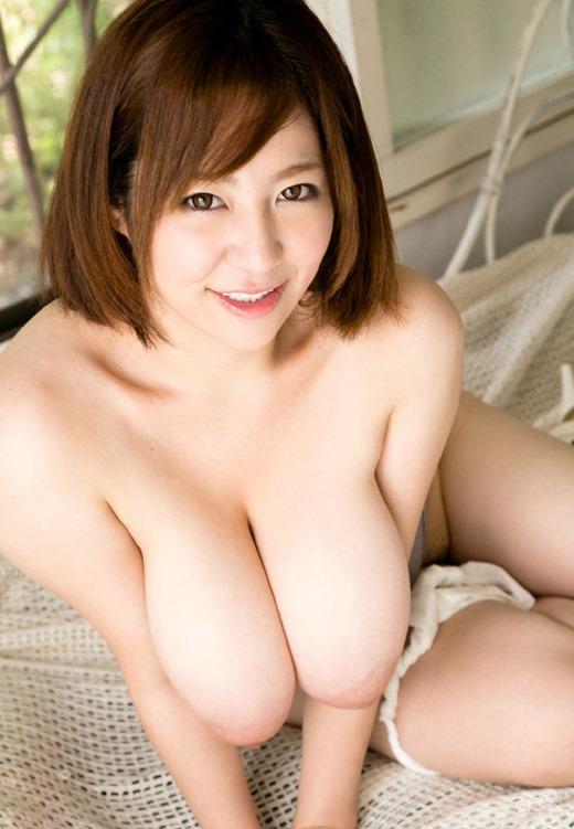 【おっぱい】Kカップの色白爆乳にびっくり!新山らんのエロ画像!【30枚】 04