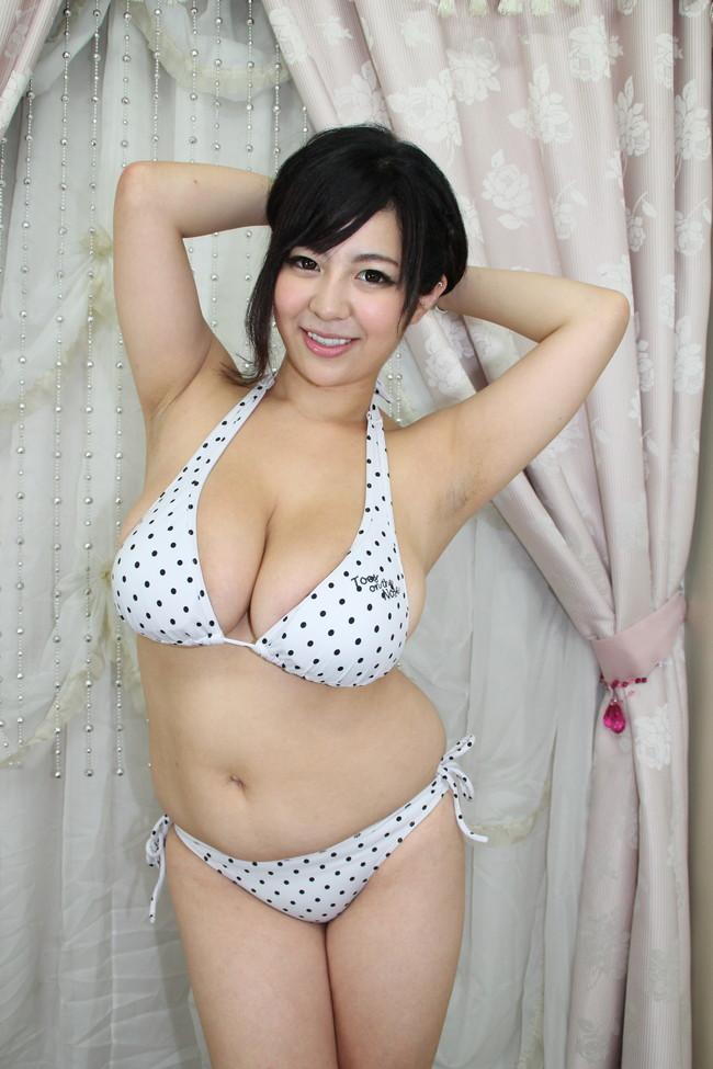 【おっぱい】Kカップの色白爆乳にびっくり!新山らんのエロ画像!【30枚】 22