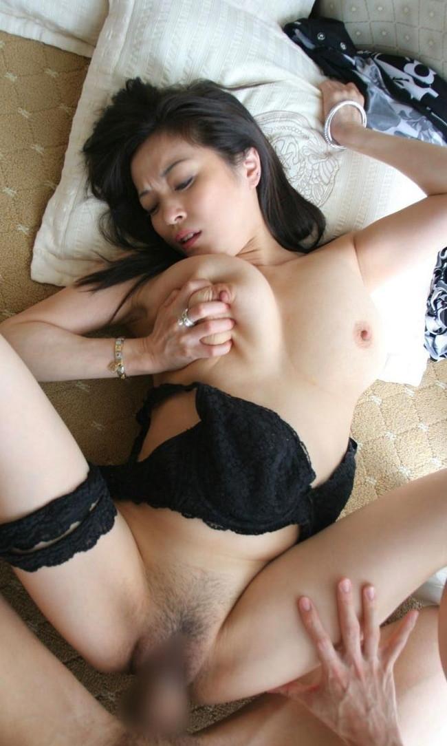 【おっぱい】しっとりとしたセクシーさを感じる黒髪美女のエロ画像!【30枚】 03
