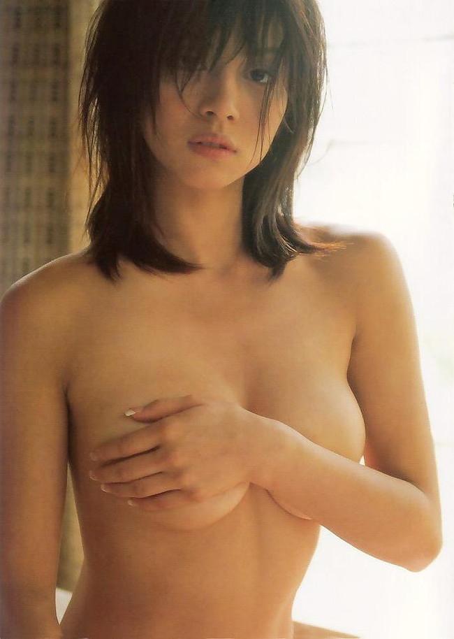 【おっぱい】しっとりとしたセクシーさを感じる黒髪美女のエロ画像!【30枚】 27