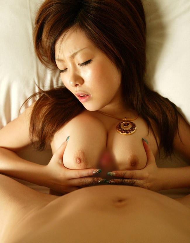 【おっぱい】ガッツリパイズリしちゃってるお姉さんのエロ画像!【30枚】