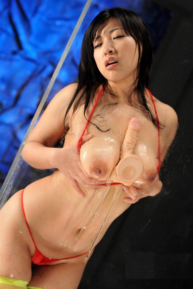 【おっぱい】ガッツリパイズリしちゃってるお姉さんのエロ画像!【30枚】 16
